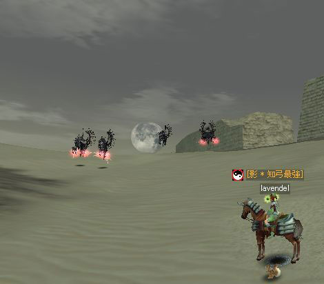 砂漠に沈む月